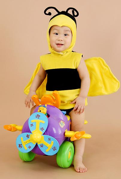 小蜜蜂坐小飛機(1y18d)(2010.02.27)