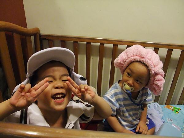 帽帽兩兄弟(3y7m28d & 1y3m24d)(2010.06.02)