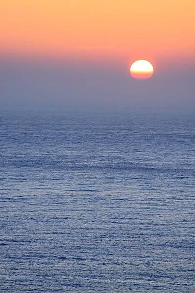 即將沒入海平面的太陽1.JPG