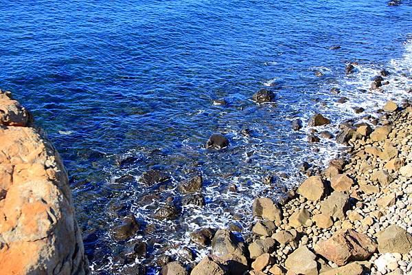 清澈湛藍的海水.JPG