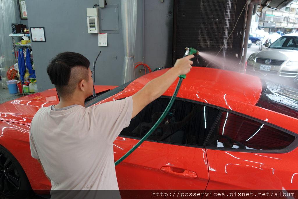 洗車前沖水.JPG