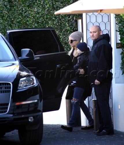Nicole-Richie-Joel-Madden-Audi-Q72.jpg