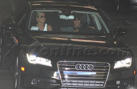 Jennifer-Aniston-Justin-Theroux-Audi.png