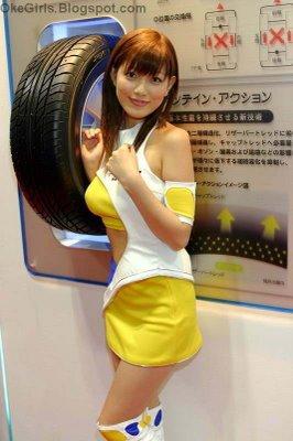 Tokyo Motor Show Girls 2005 dunlop tires 3