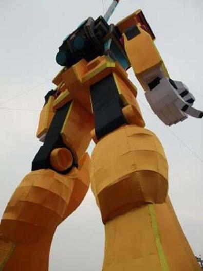 20110208-sichuan-gundam3