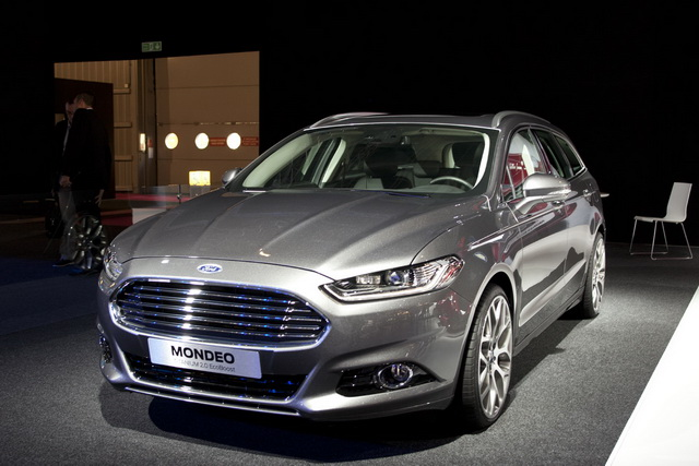 2013-ford-mondeo-wagon-1