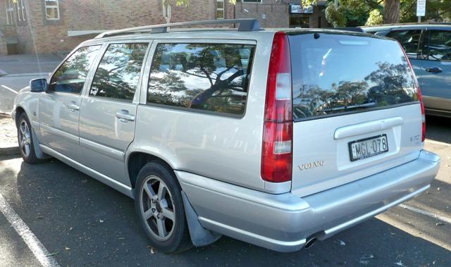 1999-2000_Volvo_V70_station_wagon_01