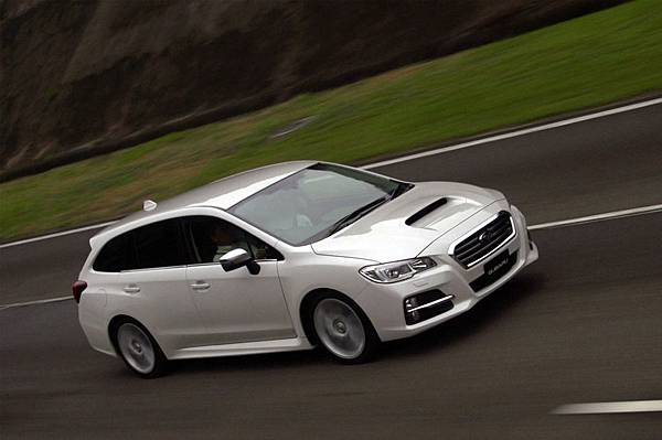 subaru-levorg-concept-right-front-driving