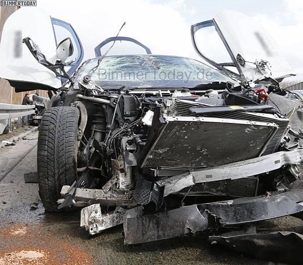 BMW-i8-Unfall-Autobahn-Crash-2