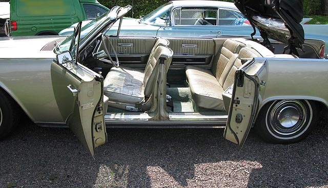 1960s_Lincoln_Continental_convertible_with_suicide_doors_open