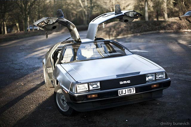 Delorean-DMC-12-Doors-Up-Scene-carwitter