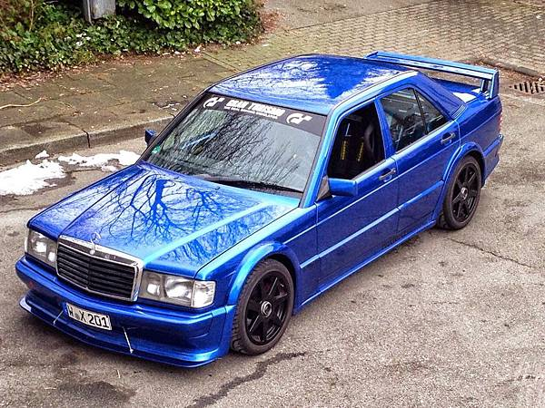 Mercedes_w201-190e_2.5-16_evo_blue_1
