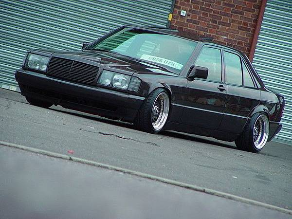 Mercedes-Benz-190-W201-Tuning-69