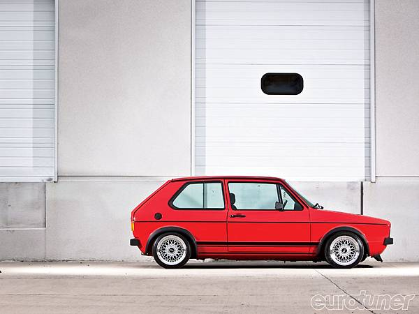 eurp_1005_04_o+1979_vw_rabbit+side_shot