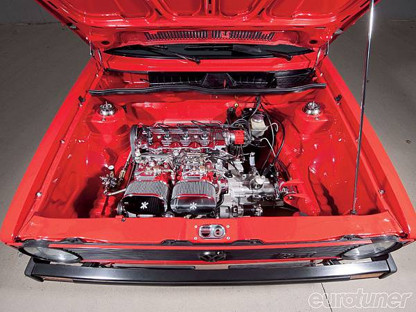 eurp_1005_01_o+1979_vw_rabbit+motor_shot