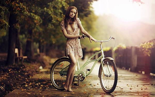 girl-bicycle-fall