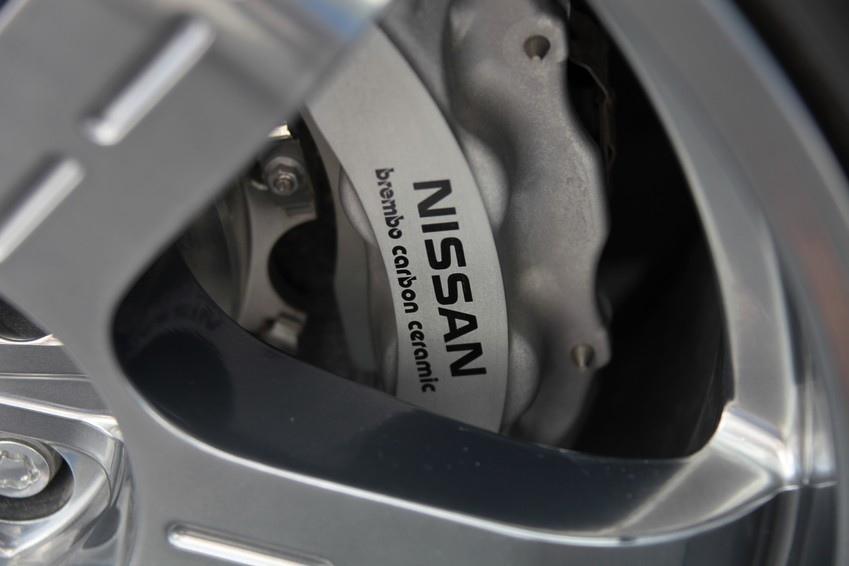 Nissan Brembo carbon-ceramic-discs