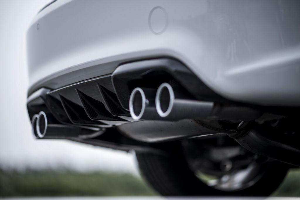 [新聞照片七] M Performance碳纖維後保下分流翼