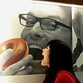 大學的怪獸桃就想偷吃人家的甜甜圈。