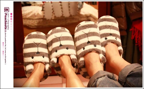 小男友跟我情侶對鞋兒。