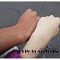 學弟肯尼在澳洲打工度假半年就變成印尼人了。*(驚)