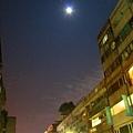 月亮也亮晶晶。