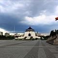 中正紀念堂被黑壓壓烏雲壟罩!