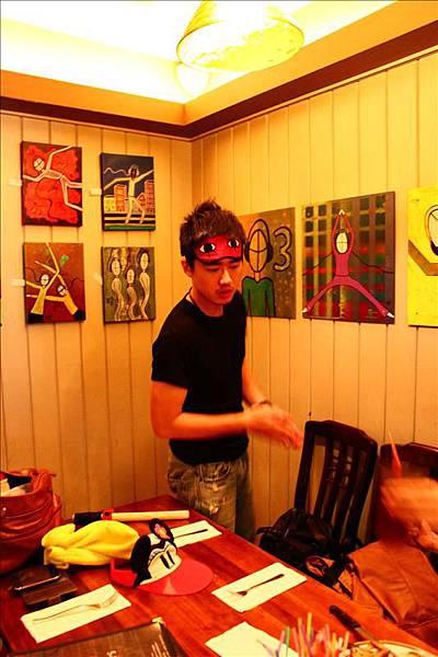 山哥的眼罩實在太好笑了。