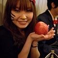 凱蒂貓有蘋果!好專業!