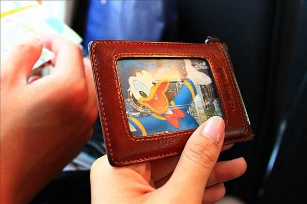 迪士尼的門票!這天是唐老鴨。
