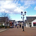 Woodbury_Commons_promenade.jpg