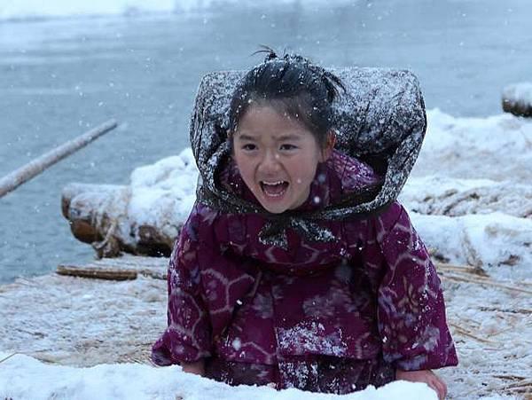 《阿信》中飾演「小阿信」的則是從2500人試鏡脫穎而出的人氣童星濱田茲音,定能讓觀眾感動落淚。a