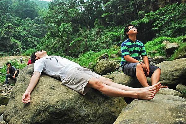 青龍瀑布2 躺巨石(攝影/Borton Wang)