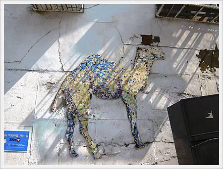 磁磚拼貼的駱駝