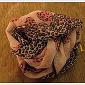 我喜歡愛心豹紋圍巾