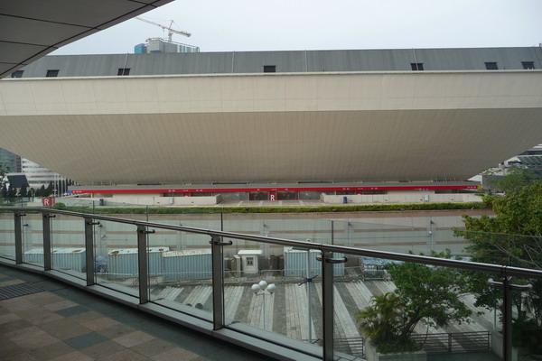 從飯店後面出來可以直通紅館