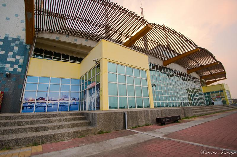 台南黃金海岸船屋