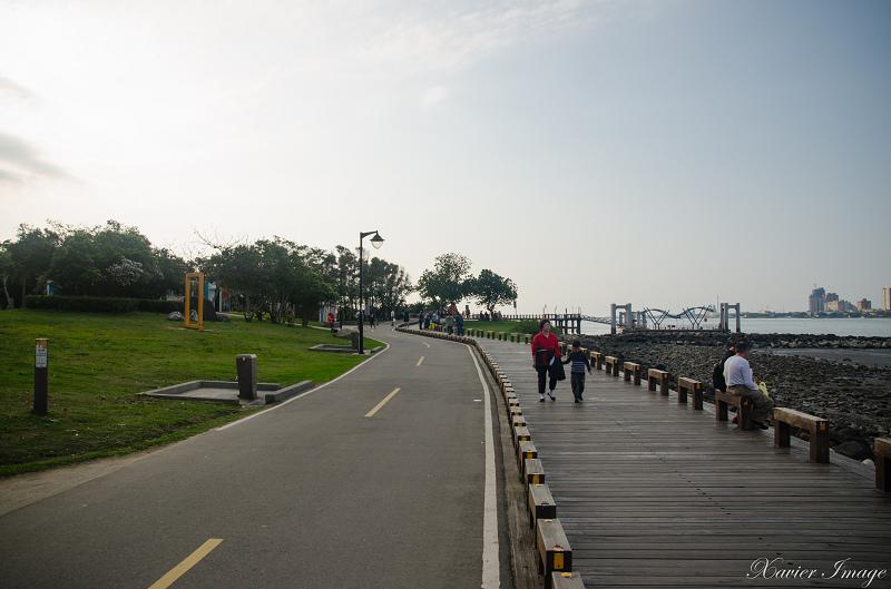 八里左岸木棧步道_自行車道