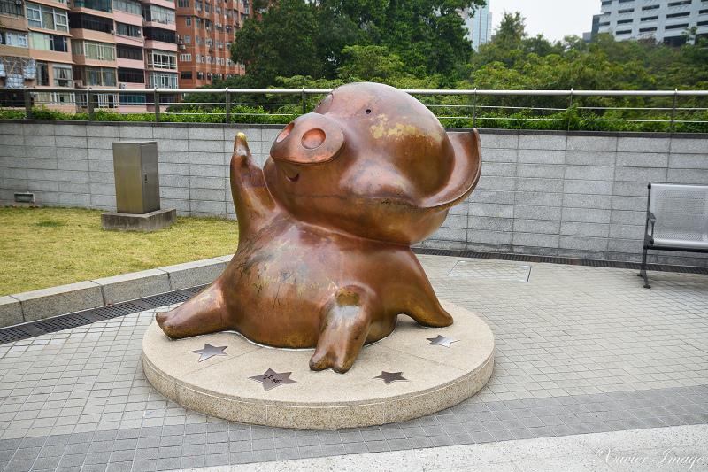 香港星光花園_麥兜銅像