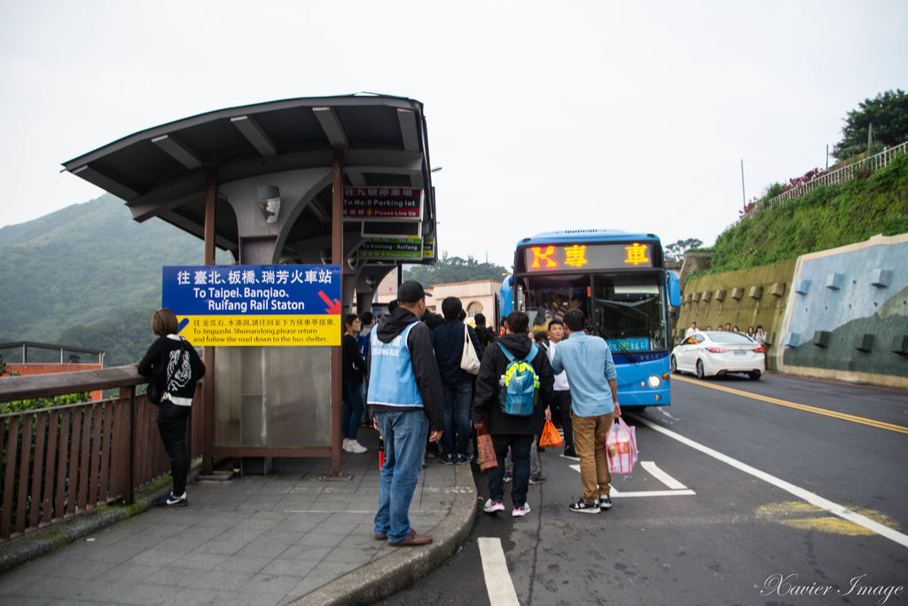 九份老街_往瑞芳火車站公車站牌
