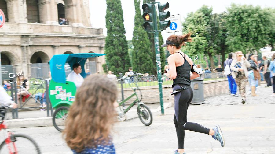 在羅馬競技場練跑