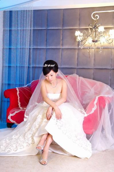 紅沙發~長白紗~~~惟美喔