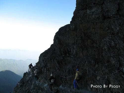 陡峭的山壁