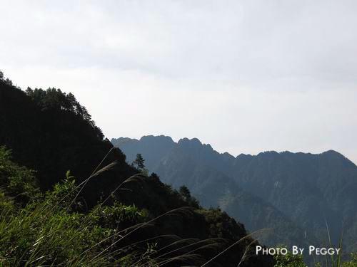 鋸齒狀的山