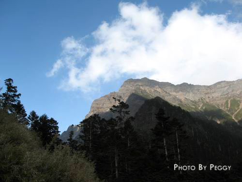 玉山主峰高高在上