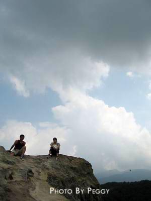 岩石。天空。人
