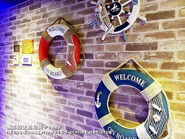親子主題汽車旅館-船屋-牆壁造景.jpg