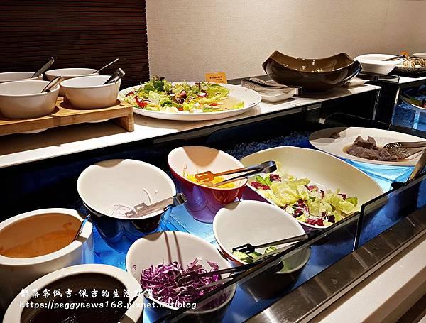 台中飯店推薦-全國大飯店-晚餐沙拉區.jpg