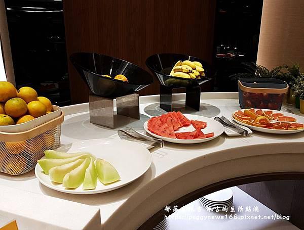 台中飯店推薦-全國大飯店-早餐水果區.jpg