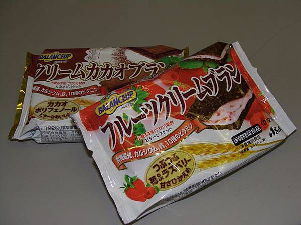 Asahi 草莓夾心高纖餅